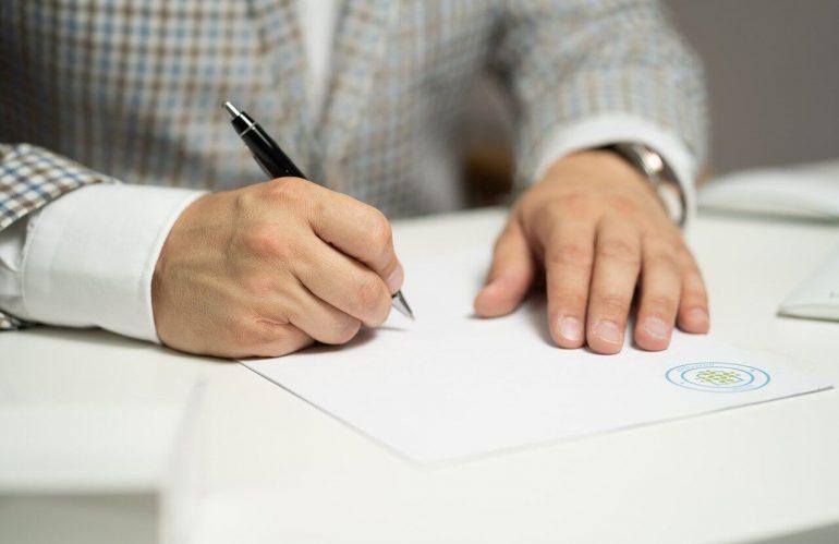 Divorcer chez un notaire : procédures